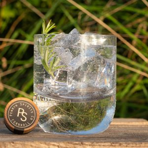 Bora and Tonic in a glass on a wooden base